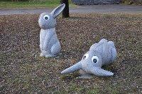 Kaninskulptur av Marianne Lindberg De Geer